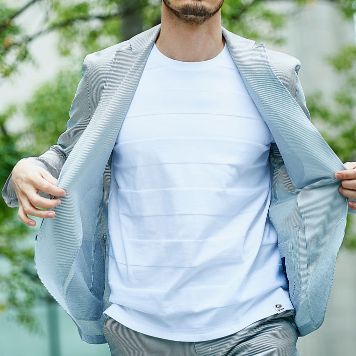 ジャケットTシャツのモデルの画像